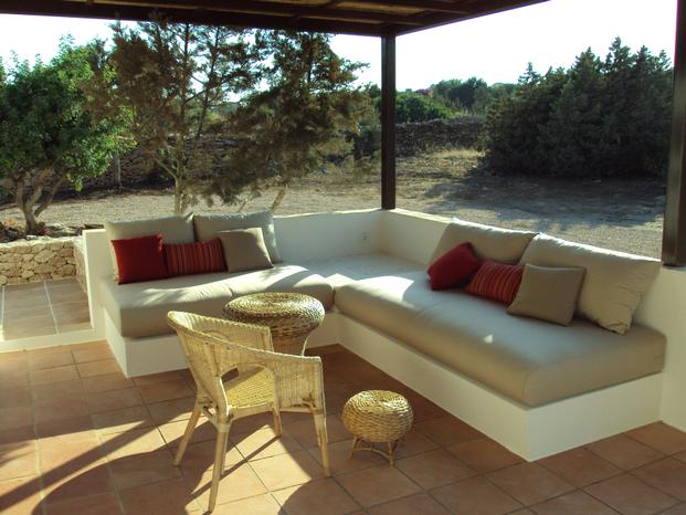 Terraza de la reforma integral de casa en Formentera
