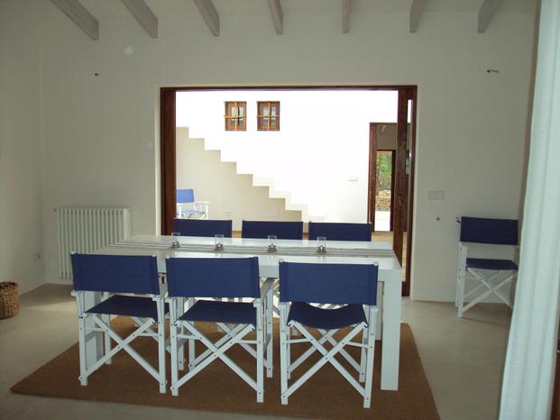 Comedor de la reforma integral de casa en Formentera