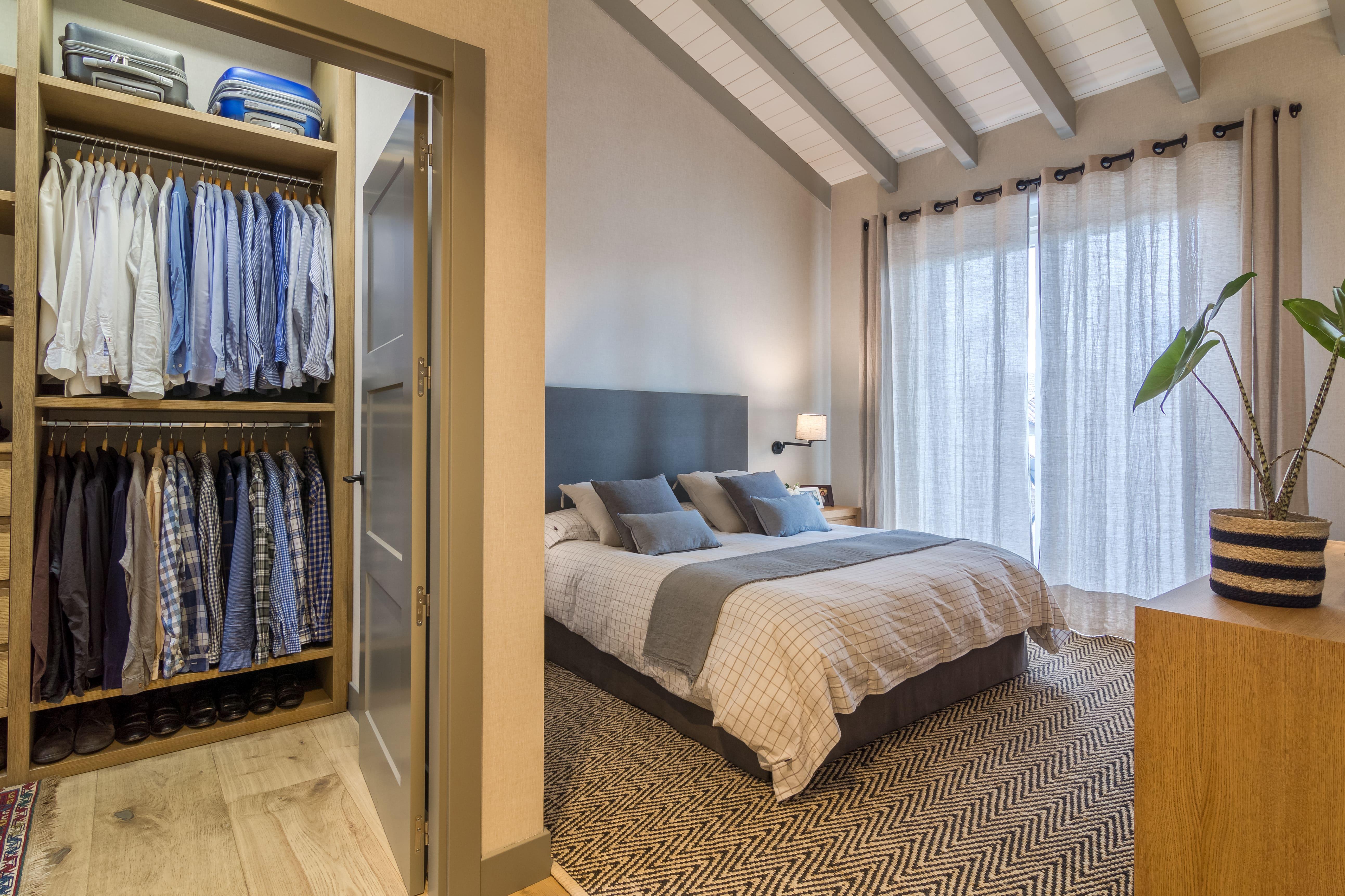 Decoración de dormitorio principal tonos azules