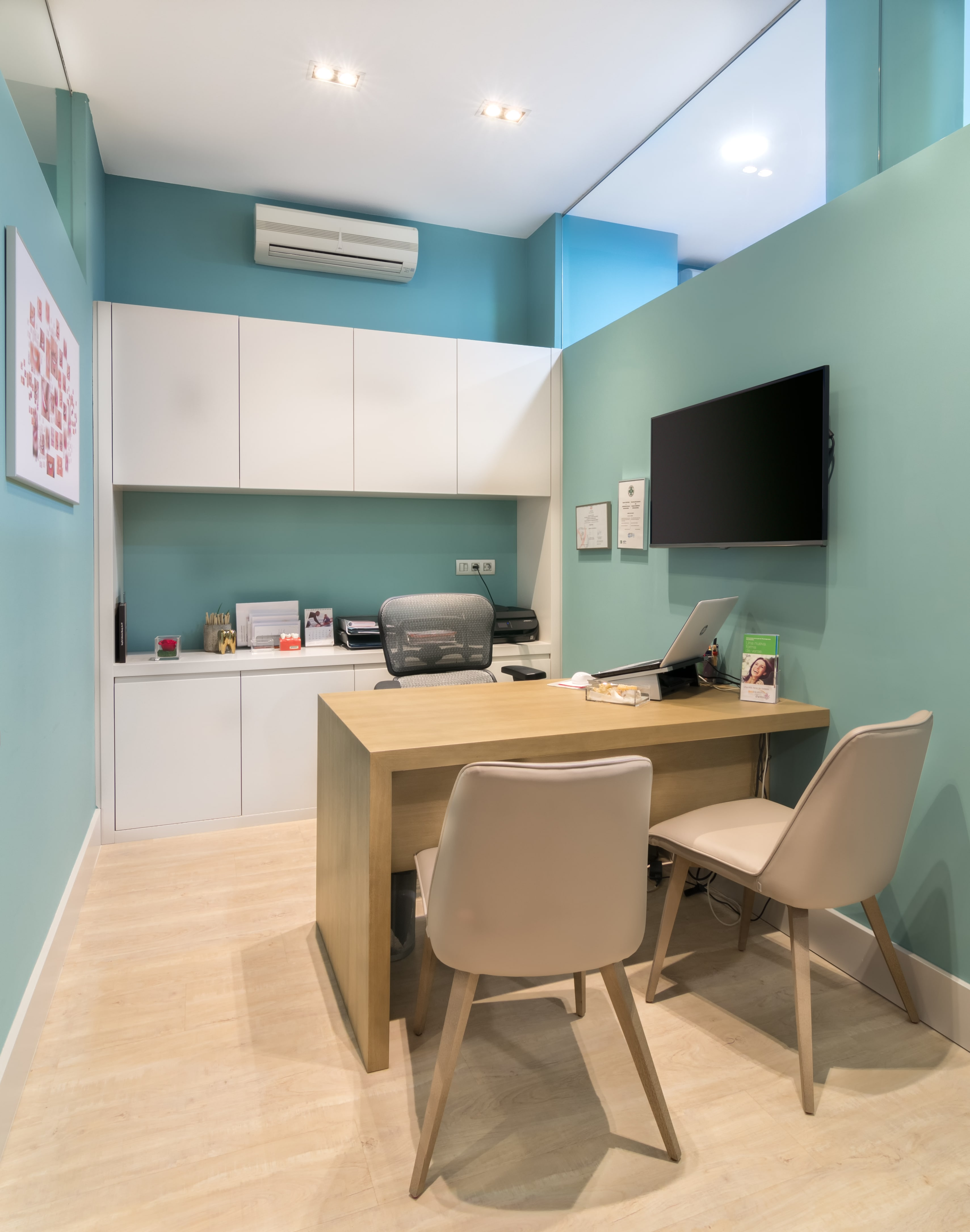 Decoración de clínica dental en Bizkaia