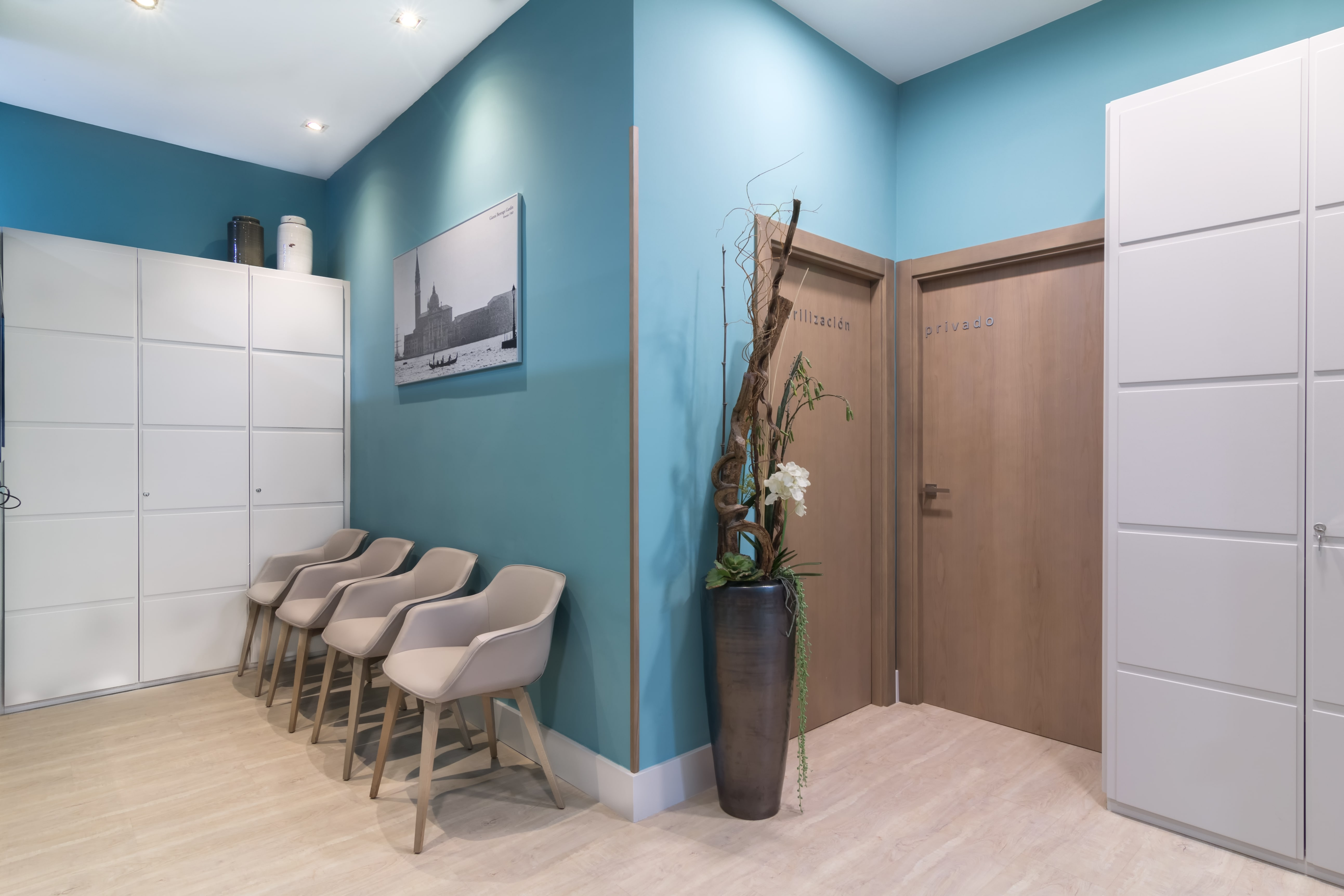 Decoración de clínica dental en Bilbao