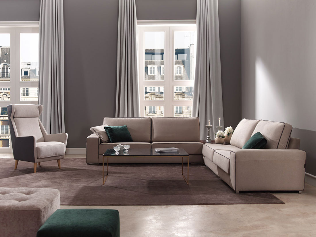 Salón con sofá esquinero Basik con mesilla auxiliar integrada de Belta Frajumar