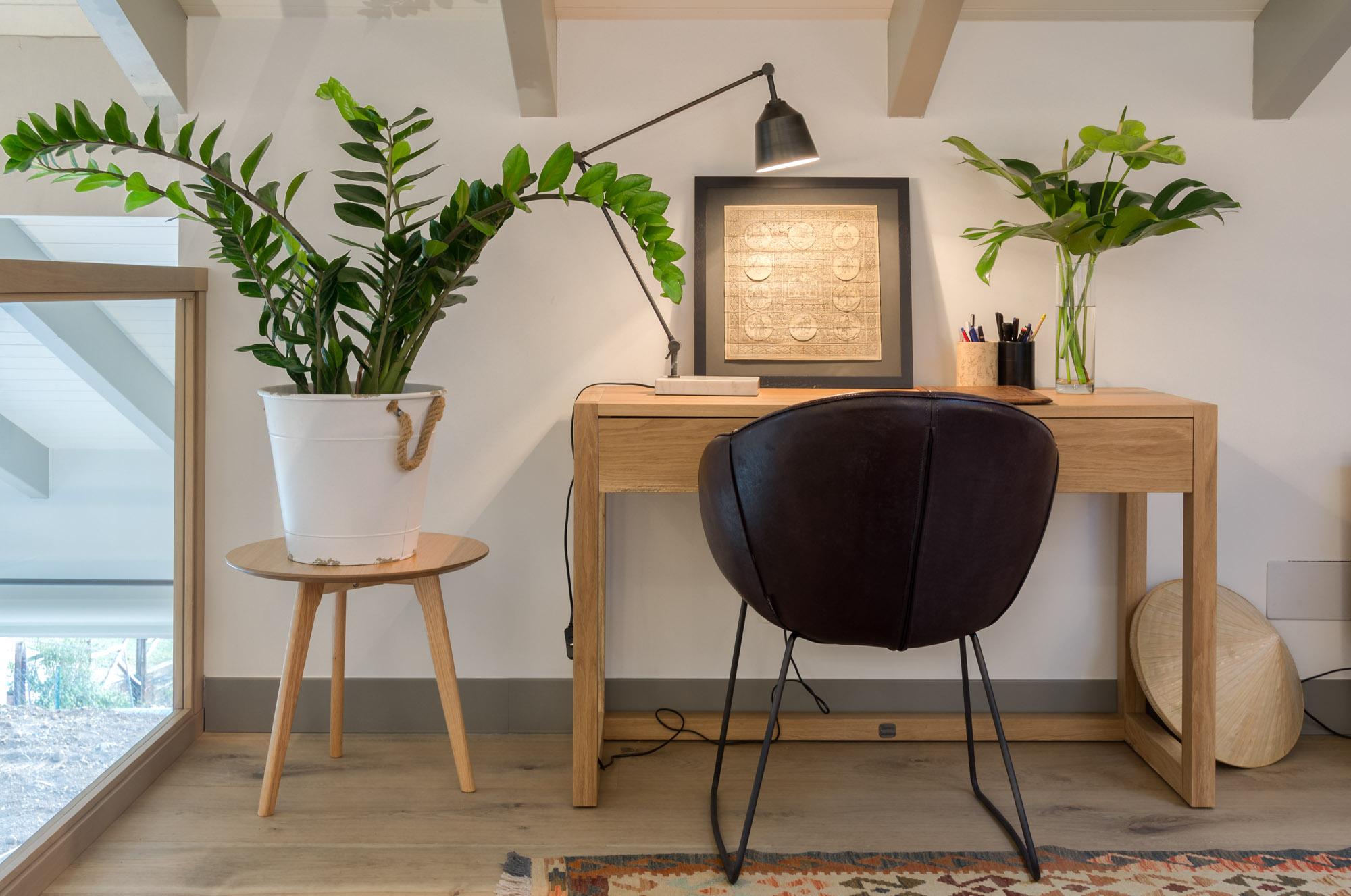 Mesa de estudio diseñada por Tribeca y hecha a medida por Vedra