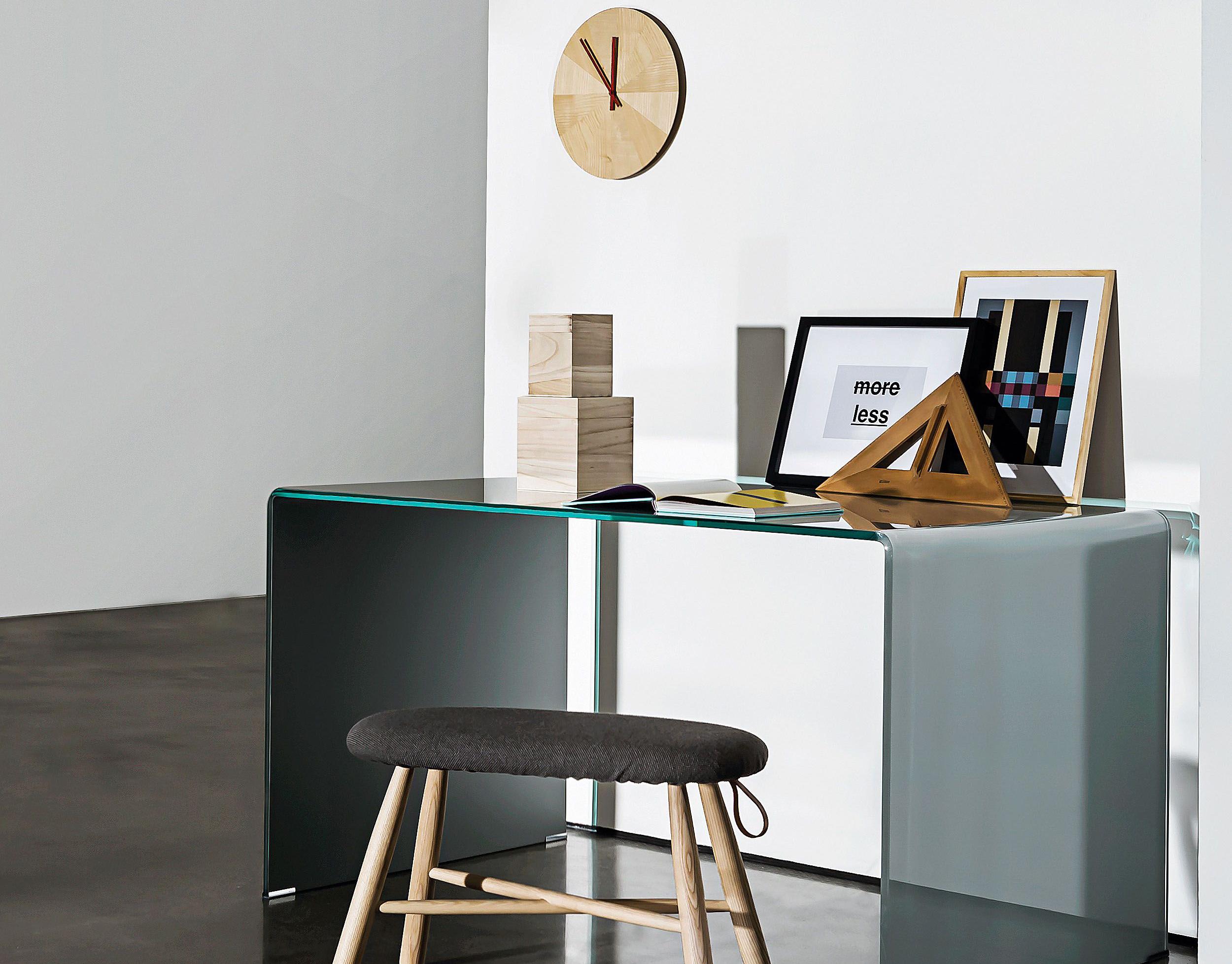 Mesa escritorio de vidrio transparente de Sovet.